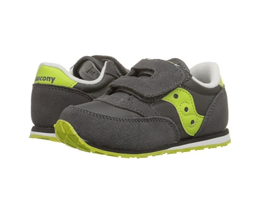 Ứng dụng băng dán gai giày trẻ em